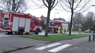 Brandweer druk met vervuild wegdek in Bunschoten