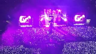 Paradise do show do Coldplay pela turnê A head full of dreams no dia 07 de Abril de 2016. Destaque para as pulseiras...
