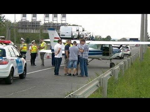 Ουγγαρία: Αναγκαστική προσγείωση τσέσνα σε αυτοκινητόδρομο