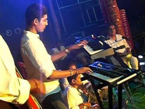 Mundhinam Parthene song from Varanam Ayiram