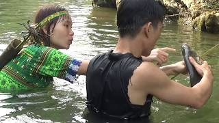 Video Survival skills: Primitive skills catch fish by bow and arrow - Yummy cooking fish eating delicious MP3, 3GP, MP4, WEBM, AVI, FLV April 2019
