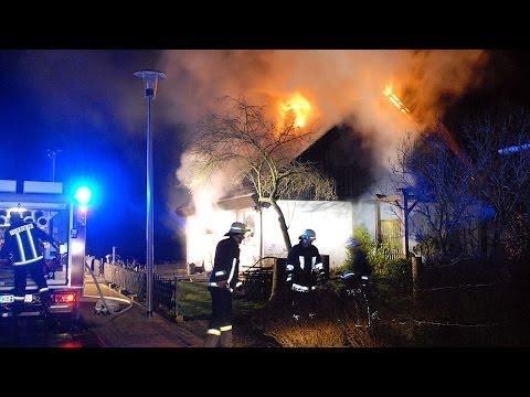 Zwei Menschen bei Wohnhausbrand verletzt