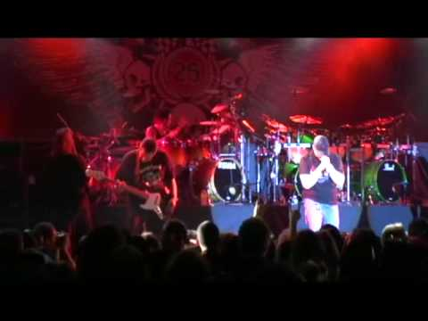 ripper - Tim Ripper Owens interpretando Abigail de King Diamond, esta cancin pertenece al DVD Roadrunner United Tremendo vozarrn de Owens y gran interpretacin de e...