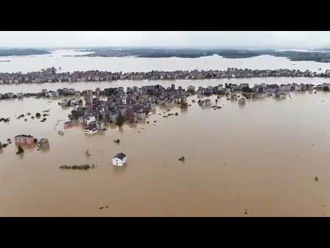 Κίνα: Καταρακτώδεις βροχές και πλημμύρες – Μεγάλη επιχείρηση διάσωσης…