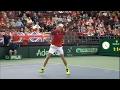 Tenista é desclassificado após acertar bola no olho do árbitro