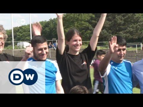 فيديو : الأئمة يفوزون على القساوسة و بتحكيم يهودي