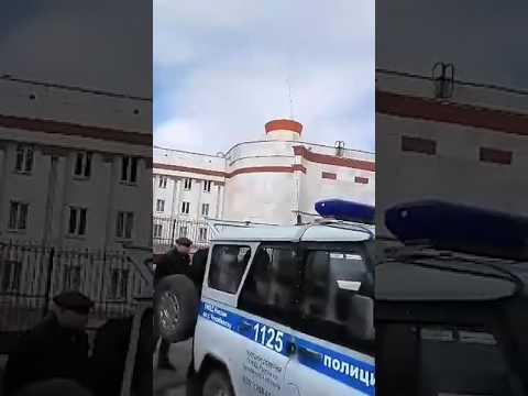 В Челябинске после митинга по тихому задерживают людей