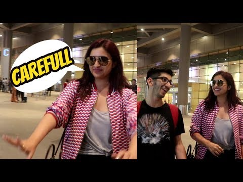 संभाल के चलो Parineeti Chopra Spotted at Airport