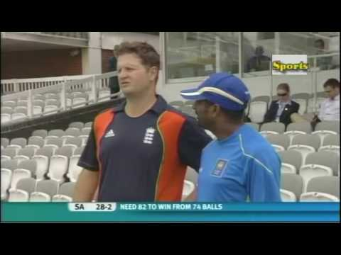 Muttiah Muralitharan and Rob Key