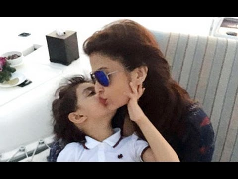 Aishwarya-Beti-Aaradhyas-Cute-Kissing-Moment-Bachchan-Family-School-Function