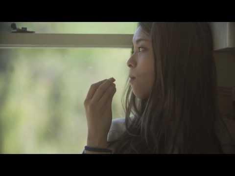 , title : '片平里菜 女の子は泣かない MV'