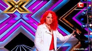 Jurorzy krytykują jej wygląd i czerwone włosy ale ona śpiewa znany utwór Queen i uciera im nosa!