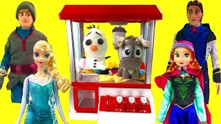 Disney Frozen Anna Elsa Play the Claw Machine for Toy Surprise...