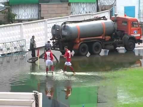 Översvämmad fotbollsplan