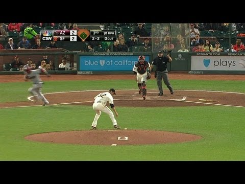 Video: ARI@SF: Vogelsong stops a comebacker with his foot