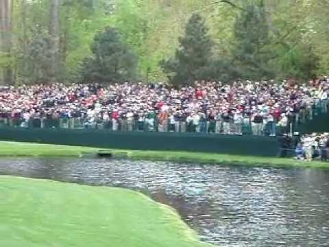 Unbelievable Golf Shot… Skip Water Hole-in-One!