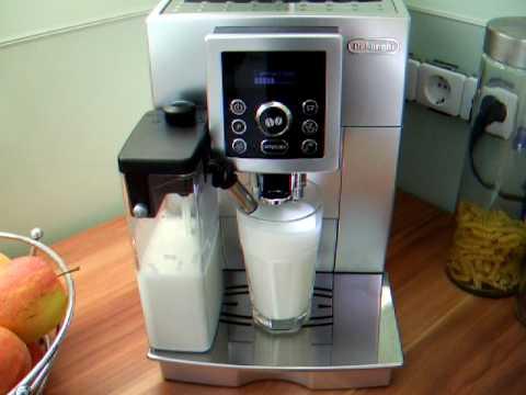 Zubereitung eines Latte Macchiato mit der DeLonghi © ECAM 23.450