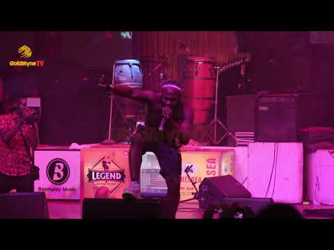 SLIMCASE SERENADES FELABRATION 2018 AUDIENCE WITH HIS HIT BANGERS
