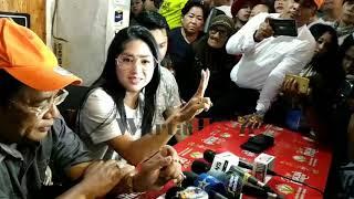 Video Didampingi Hotman Paris, Dewi Persik Siap Bui Keponakan MP3, 3GP, MP4, WEBM, AVI, FLV Januari 2019