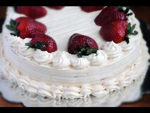 como hacer pasteles - En este video prepararemos una torta de tres leches de dos niveles rellena de fresas y cubierta con crema chantilly con sabor a arequipe (dulce de leche). En...