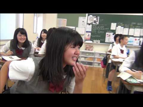 Japanese Girls Chase American Exchange Student (видео)