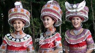 蒙哆彩之红哥哥 Hmoob Ntxhais Suav Teb (WenShan: Paj Tawg Lag) Yunnan