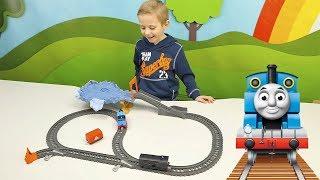 Видео для детей про Паровозики и Поезда, которые будут ездить по интересным железным дорогам. Мальчик Даник с радостью покажет детям и поиграет с разными поездами и железными дорогами. А во второй половине этого сборника, дети посмотрят увлекательные игрушечные истории про Щенячий Патруль и спасение разных паровозиков.Подписаться на канал Носики Курносики http://goo.gl/tq5oK1ЕЩЁ ИНТЕРЕСНЫЕ КАНАЛЫ ДЛЯ ДЕТЕЙ:Курносики Junior4+ https://www.youtube.com/channel/UCQWg3E4rf9PS1ThMpuTiOuw Корзина Игрушек https://www.youtube.com/channel/UCIn-bm53CC7ZuWSlBjLq1UQМузыка: http://incompetech.com/music/royalty-free/http://audionautix.com/