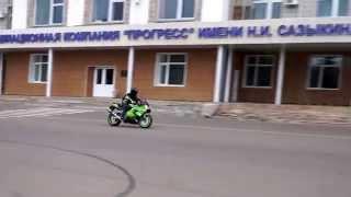 10. Yamaha YZF R1 2001 & Kawasaki ZX9R 2002 Wheelie
