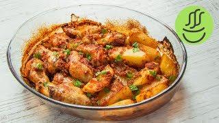 Fırında Tavuk Kanat TarifiMalzemeler- 1/2 kg. tavuk kanat- 2-3 adet patates- 1 adet küçük soğan- 1 tatlı kaşığı salça- 2-3 diş sarımsak- 4-5 yemek kaşığı sıvı yağ- tuz, karabiber, kırmızı biber, kekik, kimyon- 1 çay bardağı suHazırlanışı:Derin bir kasenin içine salça, sıvı yağ, rendelenmiş soğan ve sarımsak, tuz,karabiber,kırmızı biber, kekik, kimyon koyun. İçine yarım çay bardağı su koyup iyice karıştırın. Dİlimlenmiş patatesleri ve tavuk kanatları elinizle iyice karıştırıp borcama dizin. Üstüne kalan sosu ve yarım çay bardağı su dökün. Yağlı kağıdı buruşturup suyla ıslatın tepsinin üstünü güzelce kapatın. Önceden ısıtılmış 200 derece fırında 45-50 dakika pişirin. Fırından fırına pişme süresi değişecektir. Patatese bi bıçak batırın kolayca batıp çıkıyorsa tavuk ta öyle pişmiş demektir. Afiyet olsunFırında pişen yemeklere bayılıyorum. Yavaş yavaş piştiği için sosu içine alıp lezzeti şahane oluyor. Özellikle tavuk yemekleri.. Fırında tavuk tarifleri arasında benim en sevdiğim fırında patatesli tavuk kanat tarifini tek geçerim. Gerek tavuk kanat sosu gerek az suyla kendi yağında pişmesiyle nefis bir lezzet. Fırında soslu kanat tarifini yaparken istediğiniz baharatlarla çeşnilendirip damak tadınıza en uygun hale getirebilirsiniz.Videomuzda fırında tavuk tarifi, fırında tavuk yemeği, fırında patates tavuk tarifi, fırında tavuk kanat nasıl yapılır gibi bir sürü soruya yanıt bulabileceksiniz. Mutlaka denemelisiniz.Fırın Yemekleri:https://www.youtube.com/playlist?list=PLsrXcnPcO-0UC8JogtBLw8vIU-JYp17iPFırında Tavuk Kapama Tarifi videosu:https://youtu.be/Y1TzBPgQF90Abone olmak için: http://goo.gl/7pm0MGBeni takip etmek için:https://instagram.com/misssgibihttps://www.facebook.com/misssgibihttps://twitter.com/misssgibi