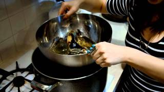 Chinese Cooking: How To Cook&Steam Live Blue Crabs