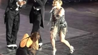 Video Madonna Tells Ariana Grande she has Split Ends MP3, 3GP, MP4, WEBM, AVI, FLV Maret 2018