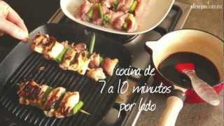 """Cómo hacer brochetas de pollo """"yakitori"""""""