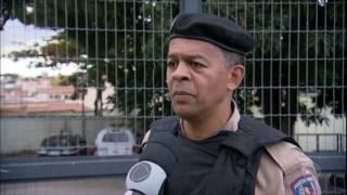 Três assaltantes foram presos em Belo Horizonte, depois de fazer uma família refém. Os criminosos usaram a casa das vítimas...