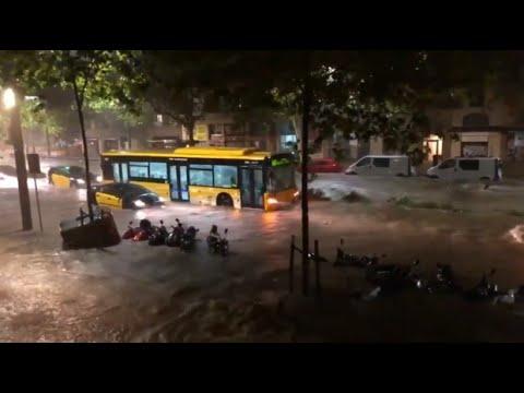 Ausnahmezustand: Unwetter legt Barcelona lahm