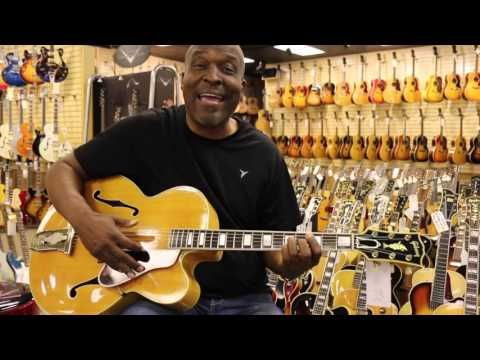 Rodney Saulsberry singing One Hundred Ways at Norman's Rare Guitars (видео)