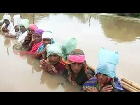 Indian Villagers Stage Neck deep Protest over Flooding picture