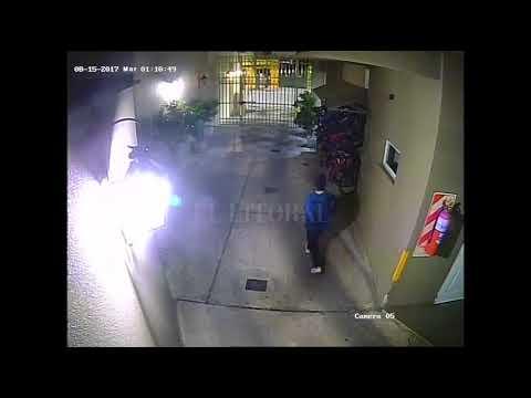 Roban bicicletas en edificio del centro de Santa Fe (II) (видео)