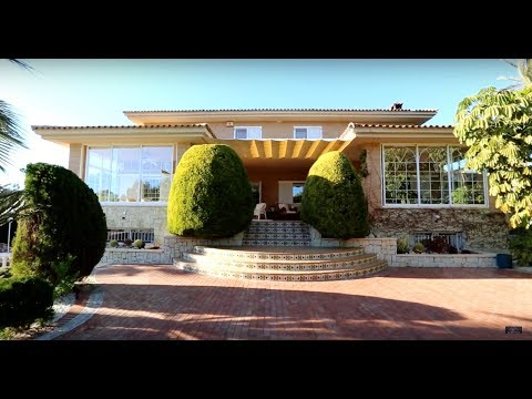 Luxury villa in Benidorm with a sea view and a large garden for connoisseurs of expensive classics