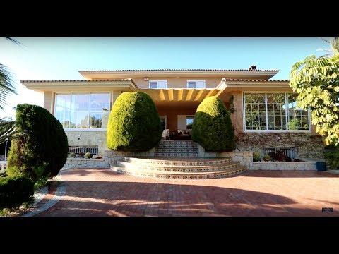 Элитная вилла в Бенидорме с видом на море и большим садом для ценителей дорогой классики