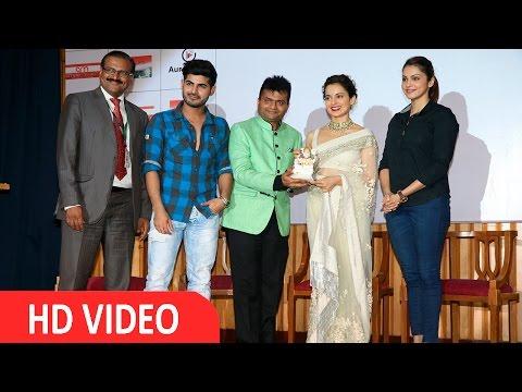 Kangana Ranaut, Omkar Kapoor & Isha Koppikar Promote Swachh Bharat