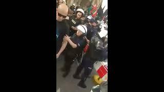 NEOFASZYŚCI NIOSĄ HITLEROWSKIE SYMBOLE POLICJA ICH OCHRANIA !