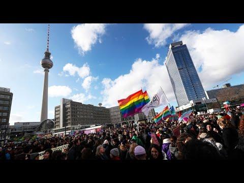 Weltfrauentag: Tausende demonstrieren für Frauenrechte