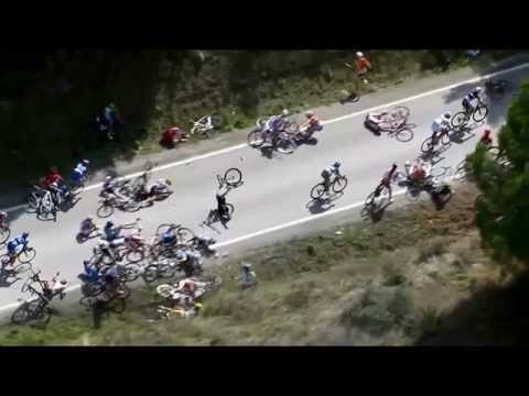 Video footage of a dramatic crash that occurred during the women's race at the UCI Road World Championships.