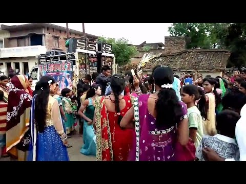 Video Shadi dance video baraf Ke Pani ragrat Bani download in MP3, 3GP, MP4, WEBM, AVI, FLV January 2017