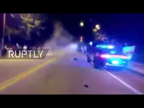 USA: Violent clashes break out after police shoot student dead at Georgia Tech (видео)