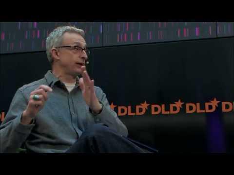 David Kirkpatrick y Mark Zuckerberg conversan sobre los efectos de la red social y el desarrollo y nacimiento de Facebook