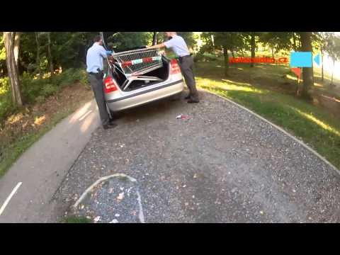 Pomáhat a krást aneb, policie krade nákupní vozík