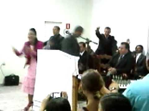 CANTORA: VALQUIRIA OLIVEIRA EM NOVA GUATAPORANGA