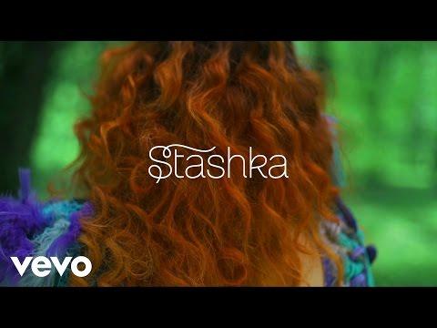 Tekst piosenki Stashka - Chcę Kochać po polsku