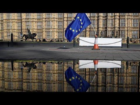 Brexit: Η οικονομία πάει καλύτερα, αλλά…